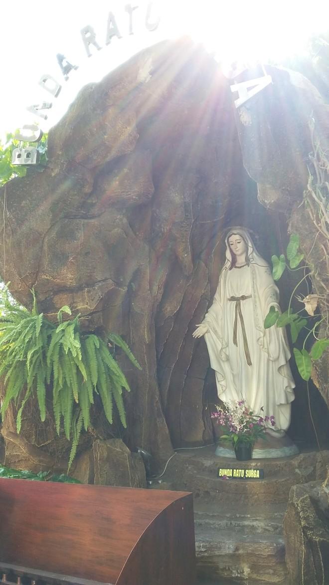 Goa Maria Gereja St Petrus, Pekalongan